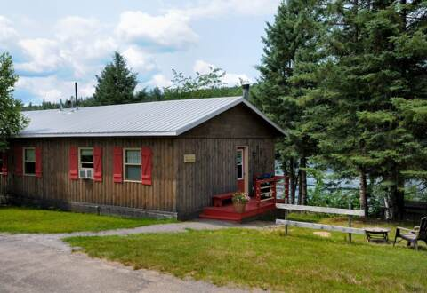 Cottage to rent front of river for 2 or 4 persons 4 seasons Domaine McCormick